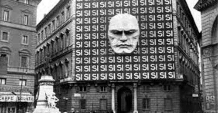Facciata di Palazzo Braschi, sede della federazione fascista di Roma