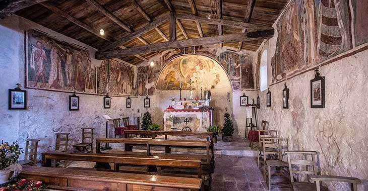 Campo di Brenzone, l'interno della chiesa