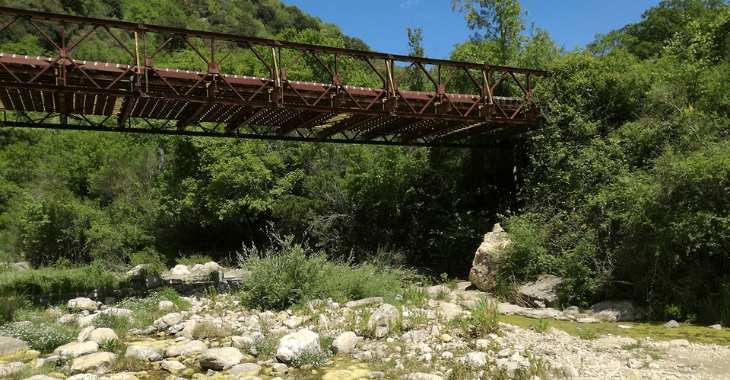 Anello del Biancone. Il fosso Monte Ianni ed il ponte dell'acquedotto