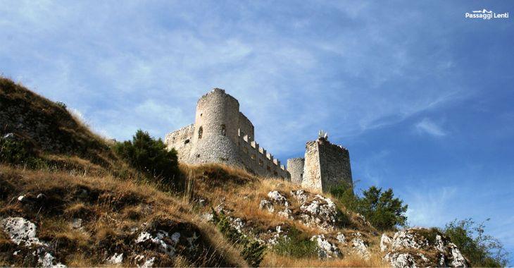 Rocca Calascio, il castello visto dal basso