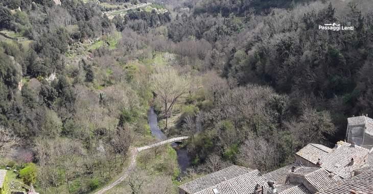 La Valle del Fiora vista dal borgo di Sorano