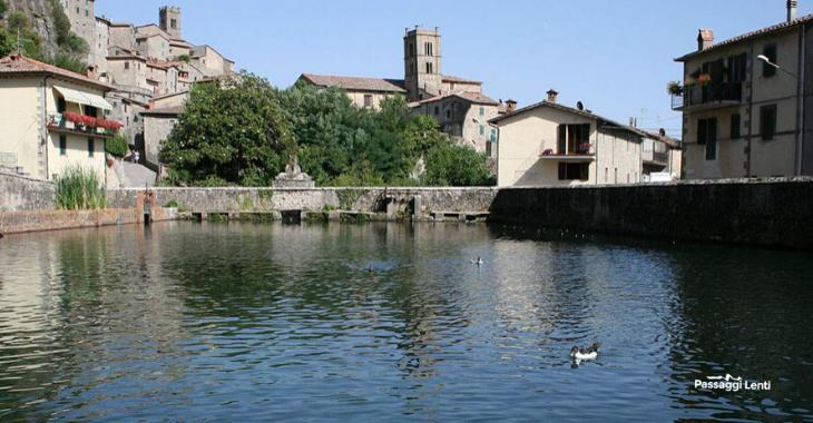 Santa Fiora, scorcio del borgo visto dalla Peschiera