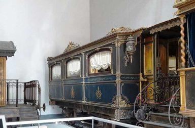 Treno di Pio IX nella sala del Museo Montemartini a Roma
