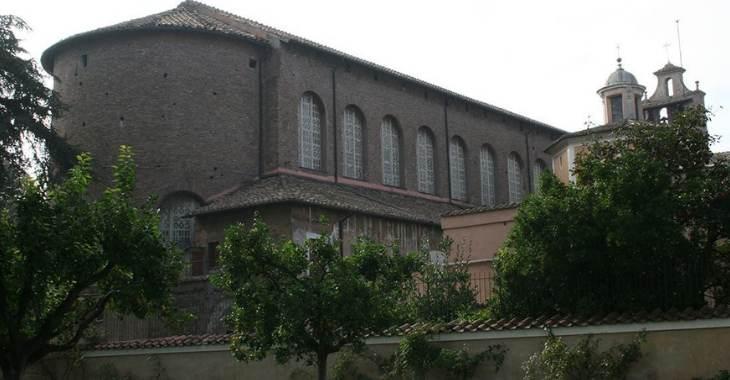 Esterno della basilica di Santa Sabina a Roma