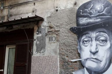 Rione sanità a Napoli: murales su Totò
