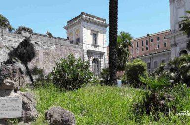 Largo Magnanapoli a Roma. I resti delle mura serviane