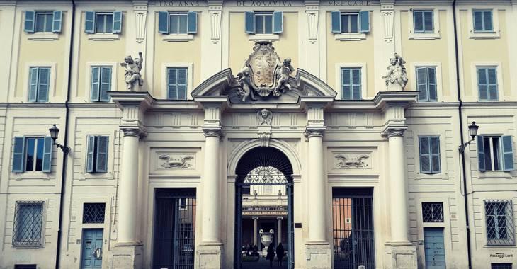 L'ingresso della Basilica di S. Cecilia