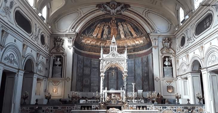 Interno della Basilica di Santa Cecilia: il ciborio realizzato da Arnolfo di Cambio