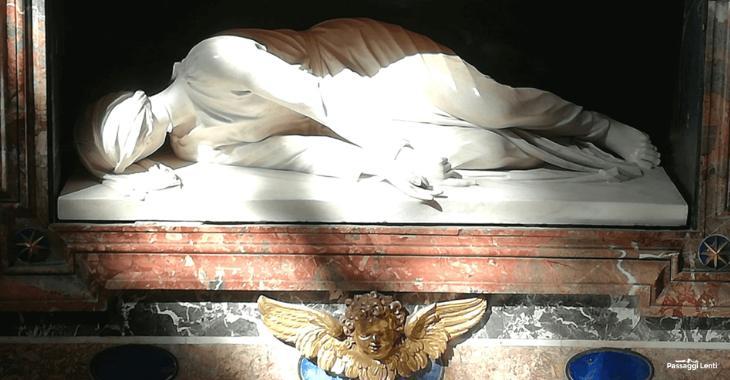 La scultura raffigurante il martirio di S. Cecilia
