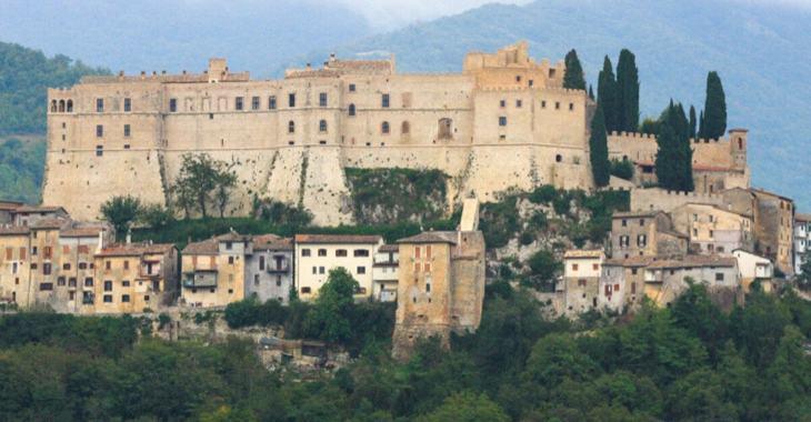 L'imponenza del castello di Rocca Sinibalda