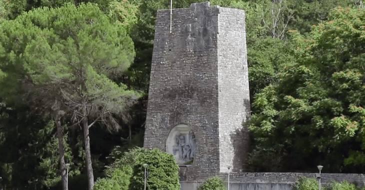 Monumento in memoria degli operai caduti nella costruzione dell'acquedotto del Peschiera