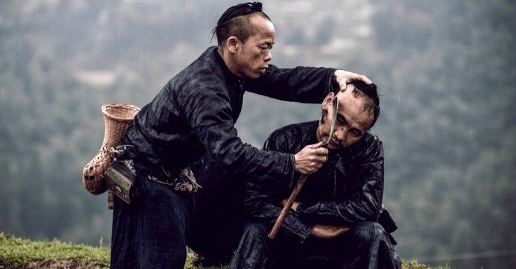 Il rito del taglio dei capelli nel villaggio di Basha in Cina