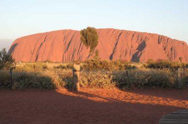 Uluru (chiamato in inglese Ayers Rock), il magico simbolo dell'Australia