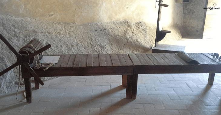 Uno degli strumenti di tortura conservati nel castello di Roccascalegna