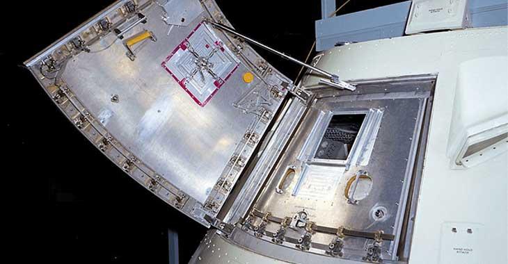 Il portello del modulo di comando dell'Apollo 1