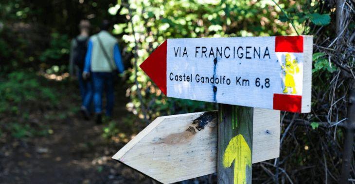 Segnaletica lungo la Via Francigena del Sud