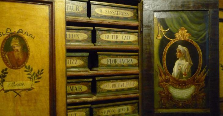 Le scatole dell'antica farmacia di Santa Maria della Scala in Trastevere