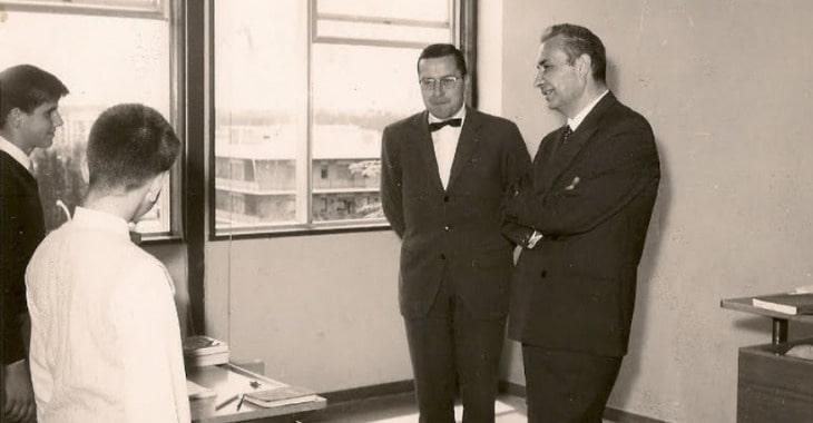 Aldo Moro in una scuola
