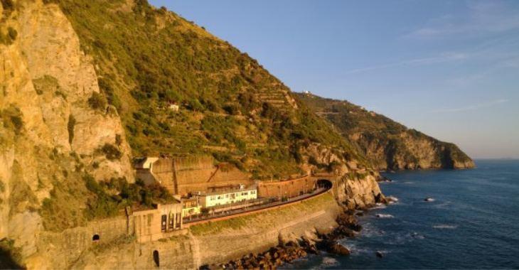 Come arrivare alle Cinque Terre: in treno