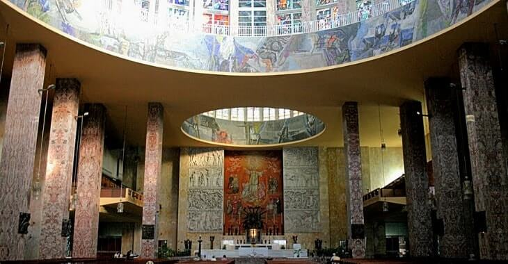L'interno della Chiesa di Don Bosco a Roma
