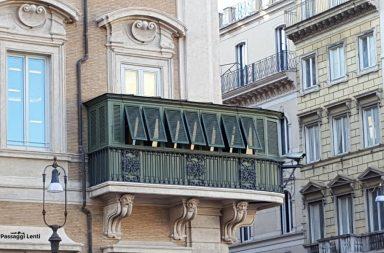 Balconi storici di Roma: balcone di Palazzo Bonaparte