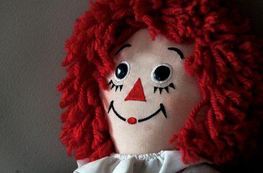 Una bambola Raggedy Ann che ha ispirato Annabelle
