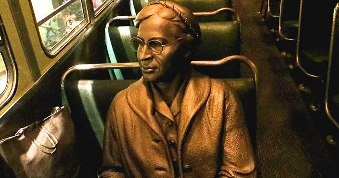 Rosa Parks insignita della medaglia d'oro dall'amministrazione Clinton nel 1999