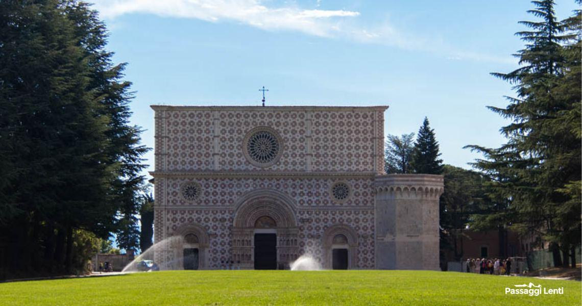 La facciata della basilica di Collemaggio a L'Aquilaa basilica di Collemaggio a L'Aquila