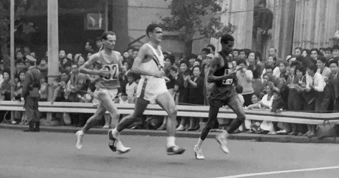 Abebe Bikila maratoneta scalzo